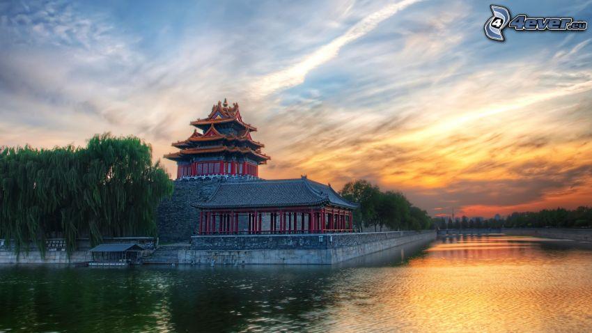 Edificio chino, lago, puesta del sol, HDR