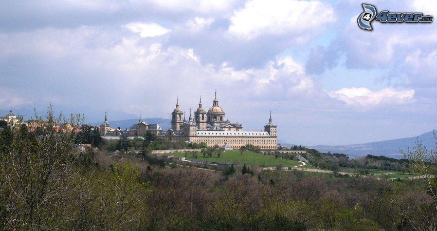 El Escorial, bosque, nubes