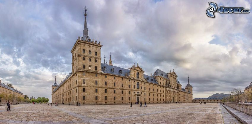 El Escorial, plaza, nubes