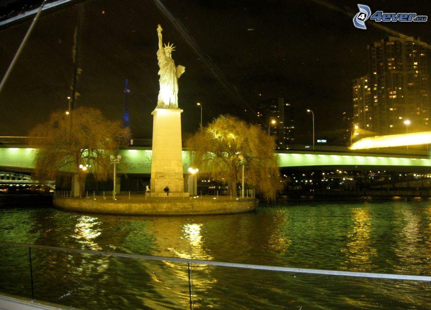 Estatua de la Libertad, París, Francia, noche, iluminación, Río Sena