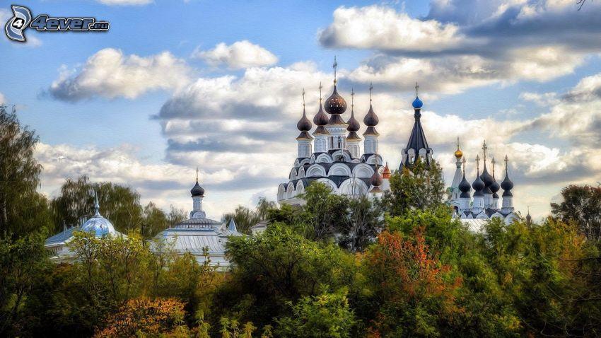 iglesia, árboles, nubes