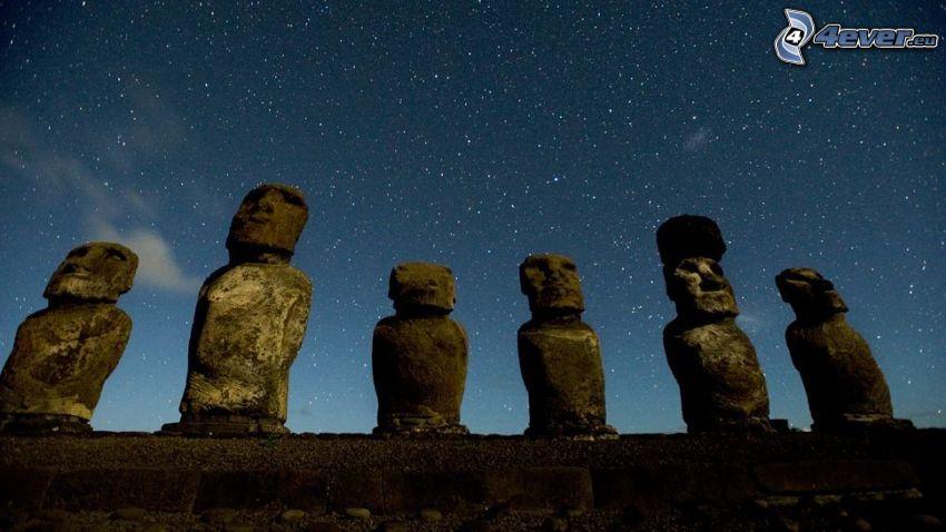 la escultura de Moai, islas de pascua, cielo estrellado