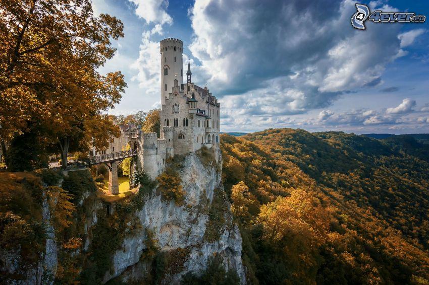 Lichtenstein Castle, bosque de otoño