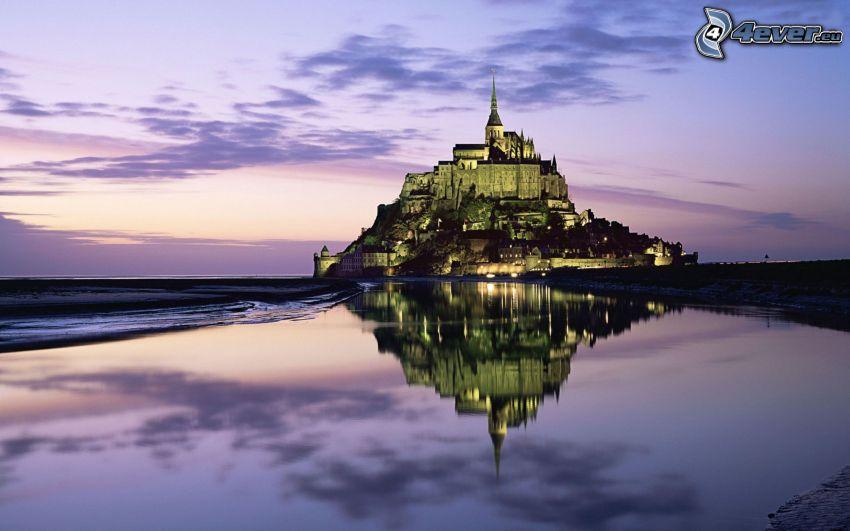 Mont Saint-Michel, abadía, Francia, agua, reflejo, cielo de la tarde