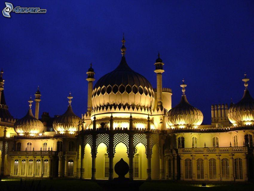 Royal Pavilion, noche, edificio iluminado