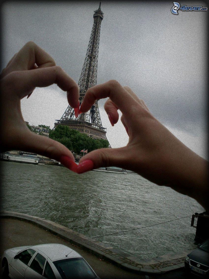 Torre Eiffel, Río Sena, París, Francia, corazón de las manos