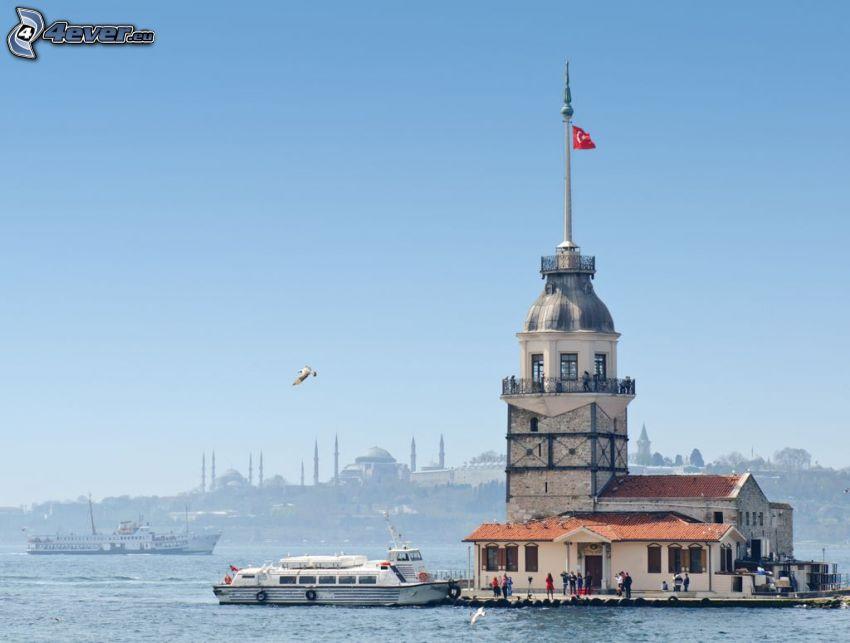 Kiz Kulesi, gaviota, barco en el mar