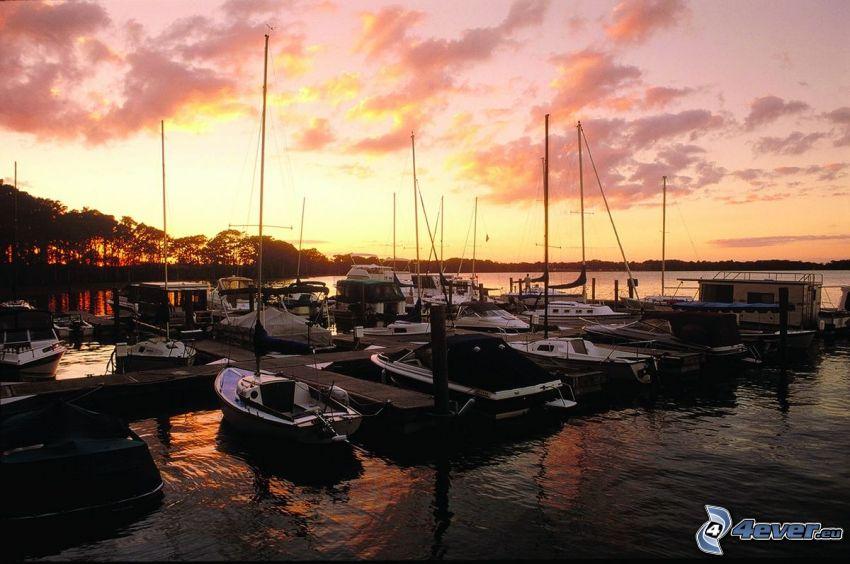 Marina Del Rey, puerto, naves, cielo anaranjado, después de la puesta del sol, California