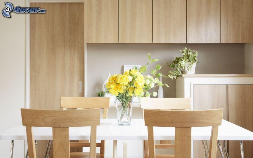 cocina, flores en un florero, mesa, sillas