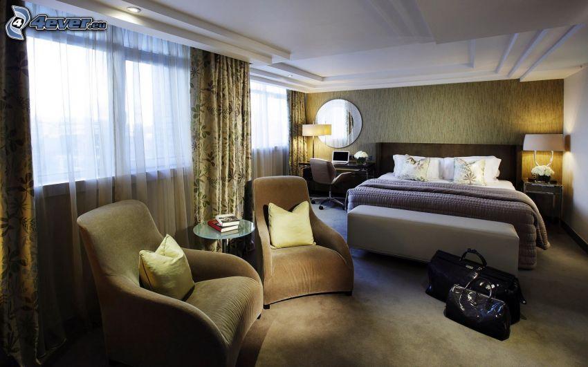 dormitorio, cama doble, sillas, ventanas, colgante, cortina