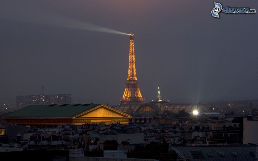 La torre Eiffel de noche, París
