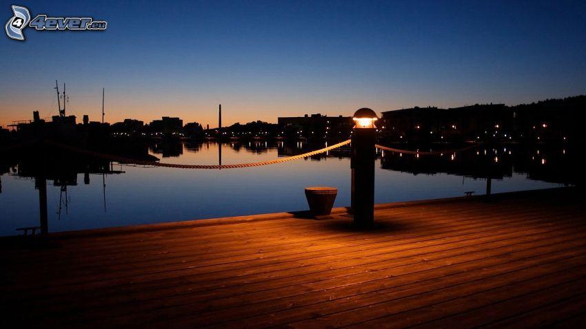 muelle, ciudad de noche