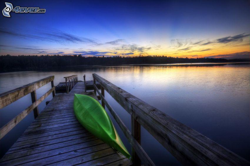 muelle de madera, barco, lago, cielo de la tarde