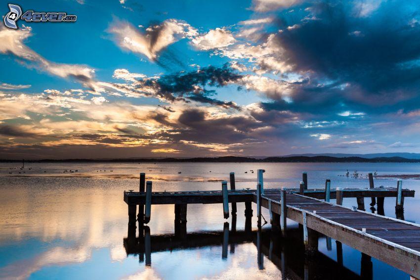 muelle de madera, lago, nubes