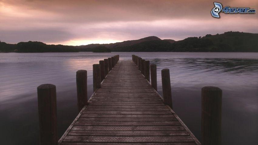 muelle de madera, sierra, lago