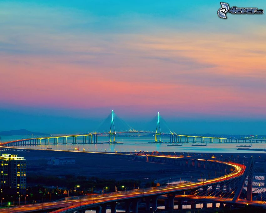 Autopista puente, atardecer