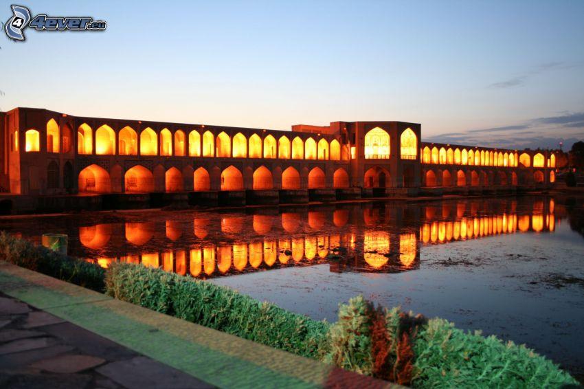 Khaju Bridge, puente iluminado, reflejo