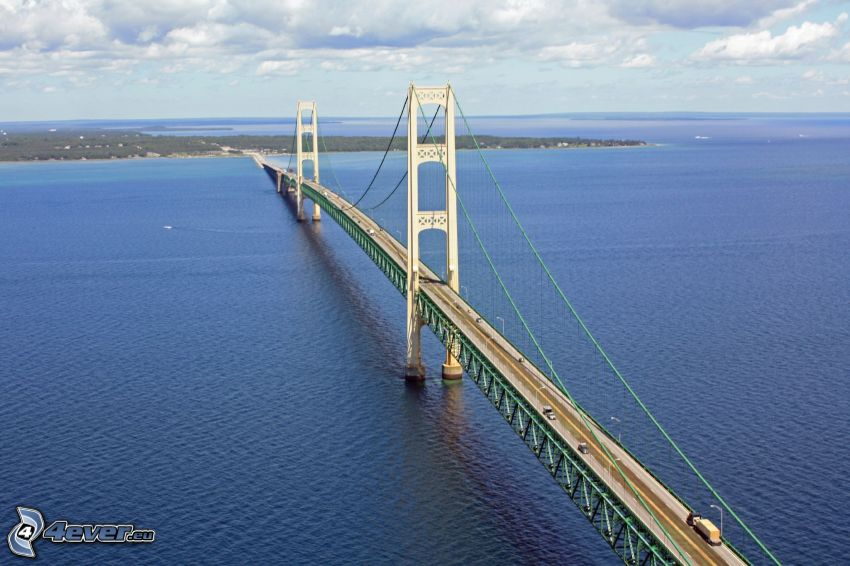 Mackinac Bridge, nubes, mar