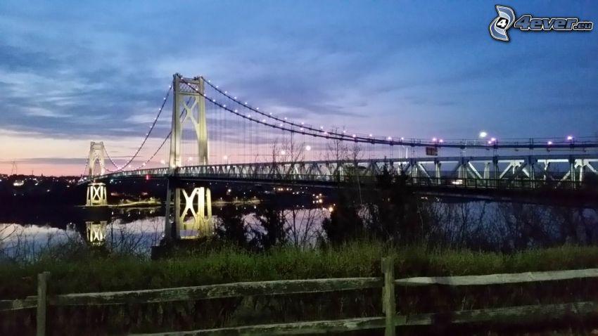 Mid-Hudson Bridge, puente iluminado
