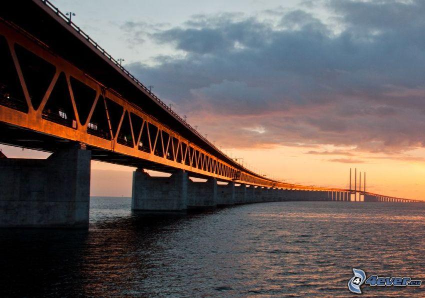 Øresund Bridge, después de la puesta del sol