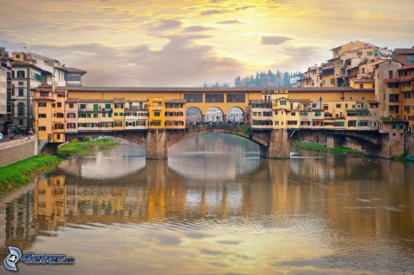 Ponte Vecchio, Florencia, el sol detrás de los nubes, Arno, río, puente