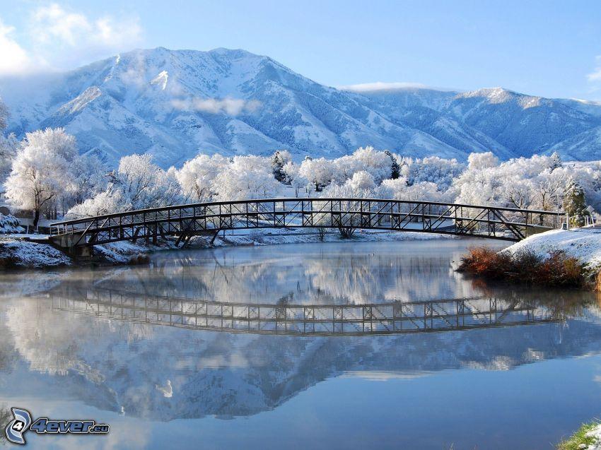 puente, paisaje nevado, río, colinas cubiertas de nieve