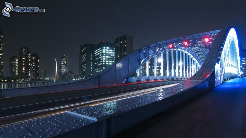 puente iluminado, atardecer