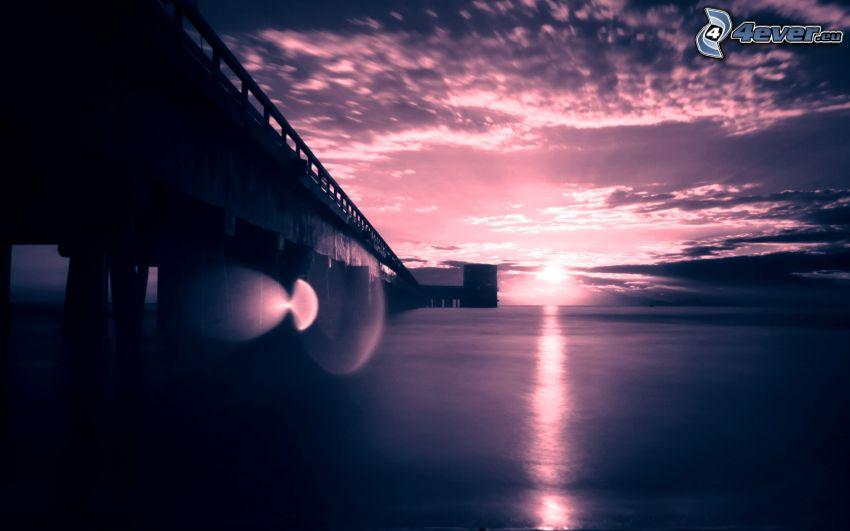 puesta de sol púrpura, puente