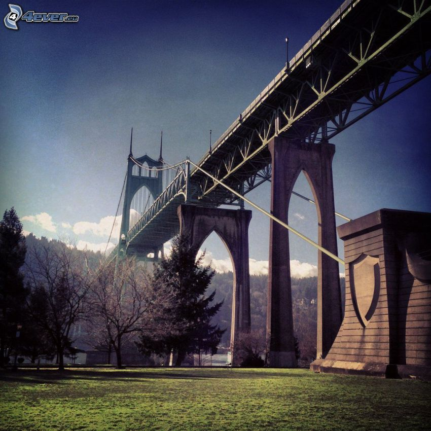 St. Johns Bridge, bajo el puente, parque