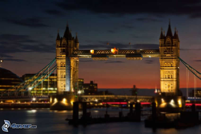 Tower Bridge, puente iluminado, Río Támesis, Londres, diorama