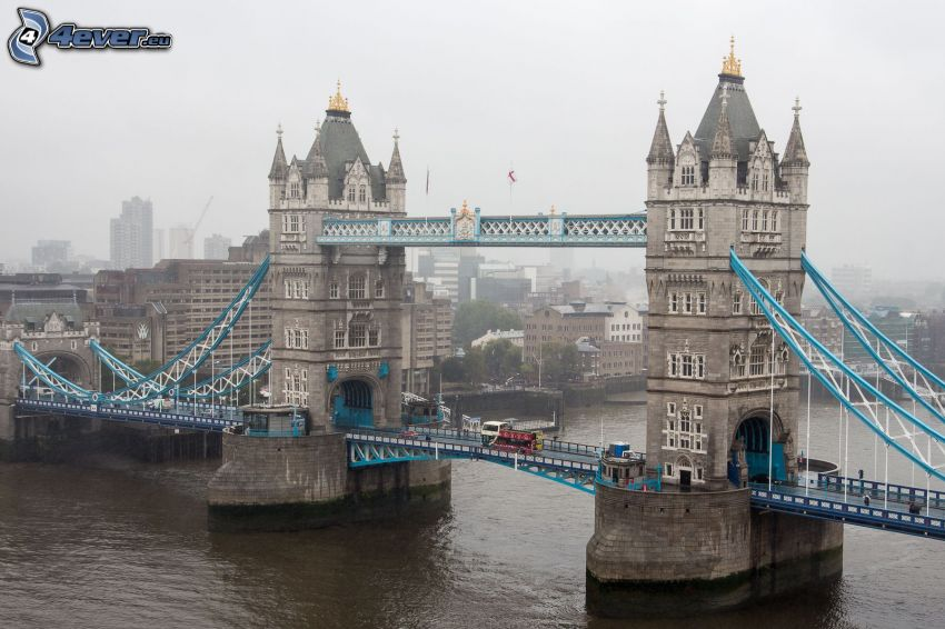 Tower Bridge, Río Támesis, Londres, niebla