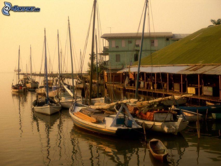 puerto, barco en la orilla