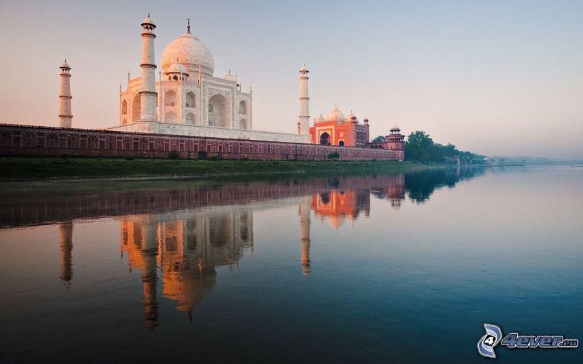 Taj Mahal, lago