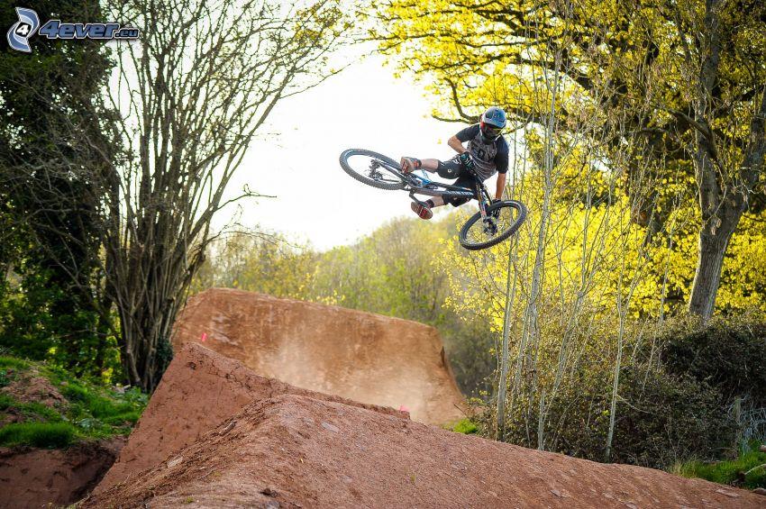 "mountainbiking, salto, ""lluvia de oro"""