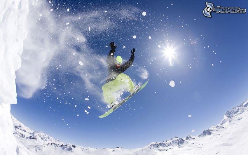salto en tabla de snowboard, nieve