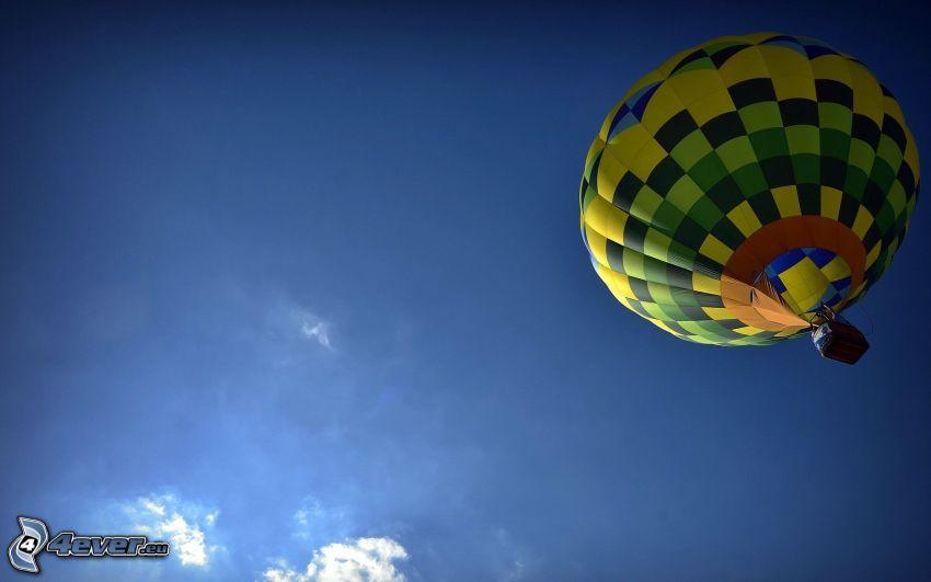 globo de aire caliente, cielo azul