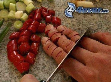 dedos, cuchillo, pimienta, cebolla, mesa