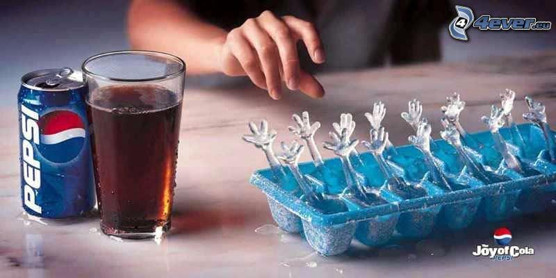 Pepsi, hielo, manos