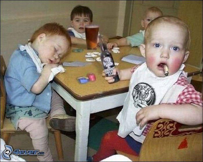 pequeños alcohólicos, fumar, niños