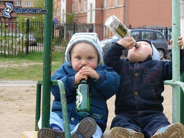 pequeños alcohólicos, niños