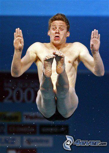 salto a la piscina, foto instatánea, hombre