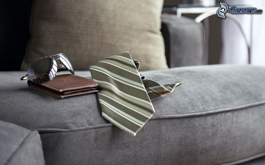 corbata, cartera, gafas de sol