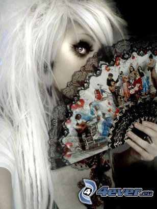 Myriam Sater, chica gótica, abanico, ojo