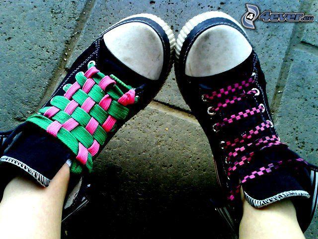 zapatos deportivos, cordones, pies