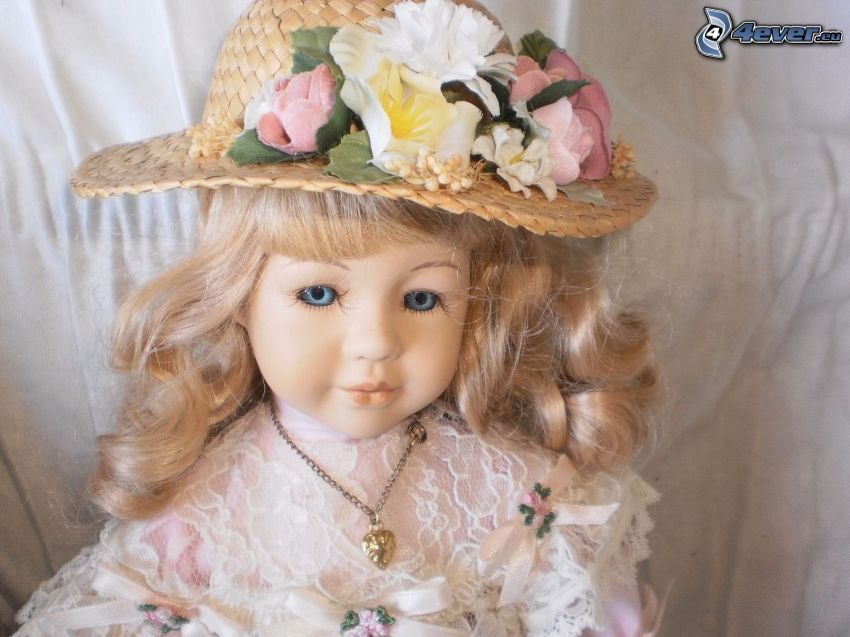 muñeca de porcelana, sombrero, flores