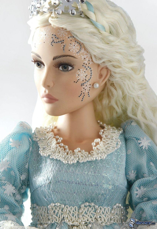 muñeca de porcelana, vestido azul, copos de nieve