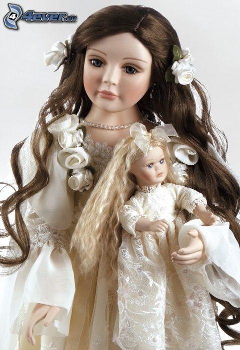 muñeca de porcelana, vestido blanco