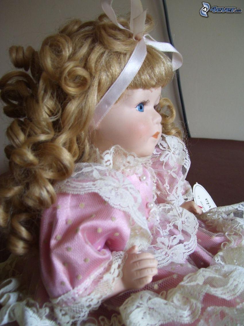 muñeca de porcelana, vestido de color rosa, ojos azules