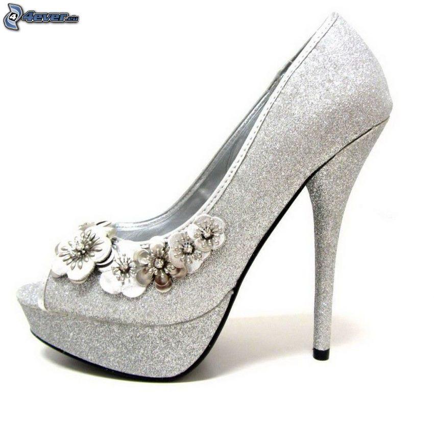 bombas de plata, zapatos de gala con arco, flores, bombas brillantes