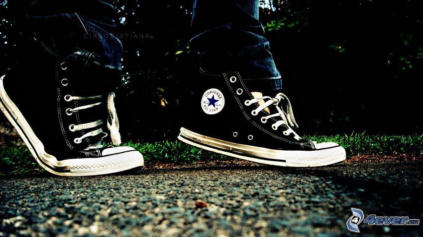 Converse, pies